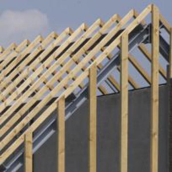des voliges des plaques de sous toiture et du bois de construction une